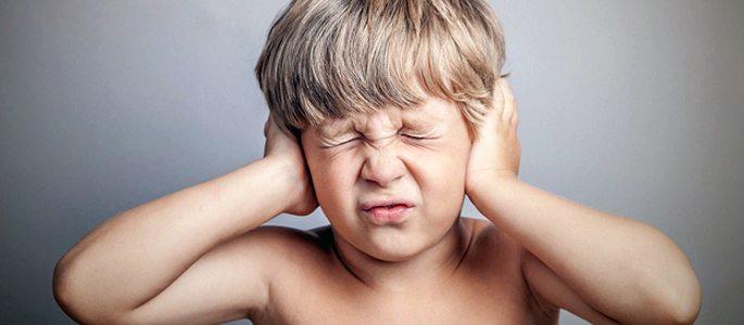 Болит ухо и температура у ребенка – первая помощь